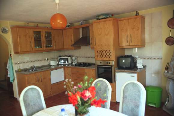 spacious-kitchen-580